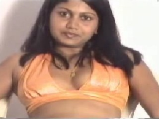 Desi Indian Girl Boobs Show