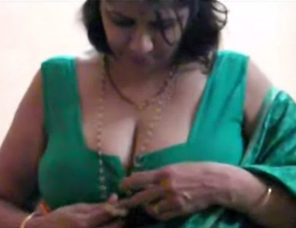 Bhabhi Stripping Her Saree